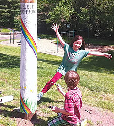 Kidsplayce pole-painting team