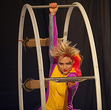 Photo of circle cage performer by Jeffrey Lewis